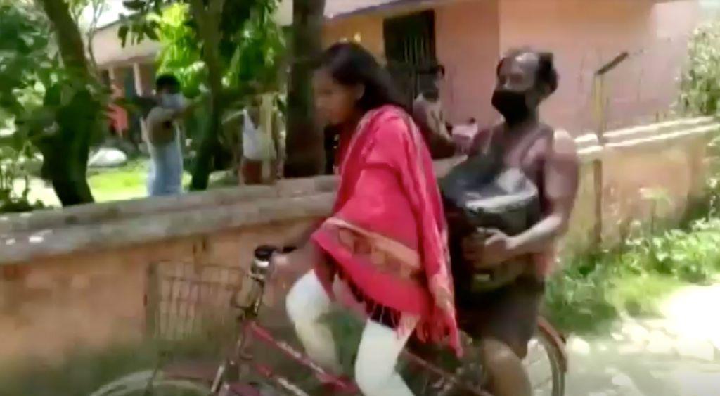 負傷の父乗せ自転車で帰郷 インドの少女、1200キロ