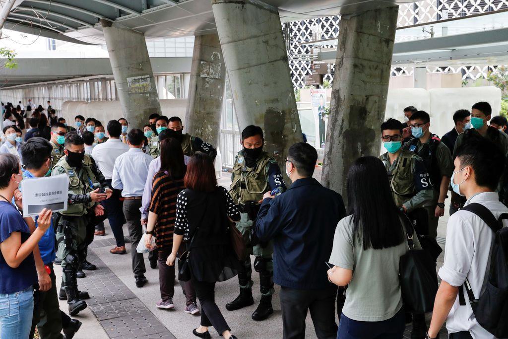 香港で授業拒否や議会包囲 国歌条例に抗議呼び掛け
