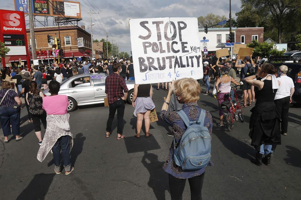 警官の黒人暴力、トランプ氏が司法省とFBIに捜査指示