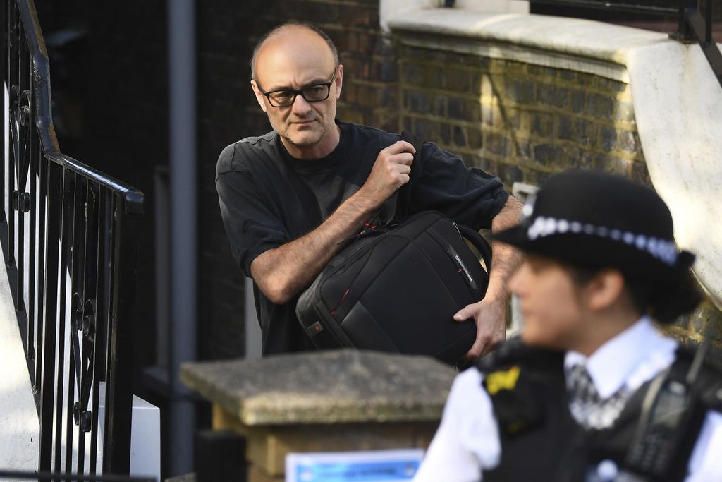 英首相顧問の外出「軽微な違反」 警察は刑事処分せず