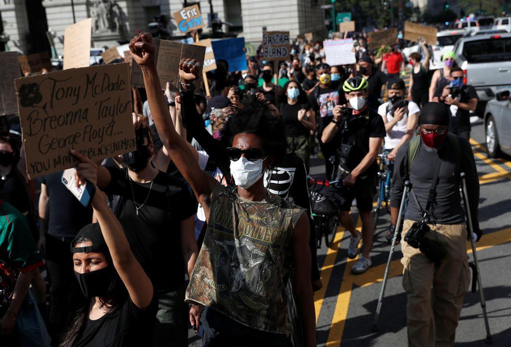米ミネソタの黒人暴行死 白人元警官を訴追 抗議デモ収束せず