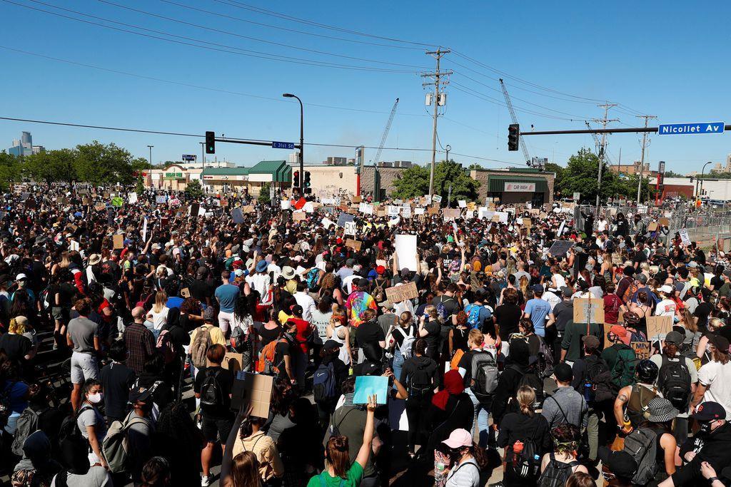 米黒人暴行死 警官へのデモ 30都市以上に拡大 7州が州兵総…