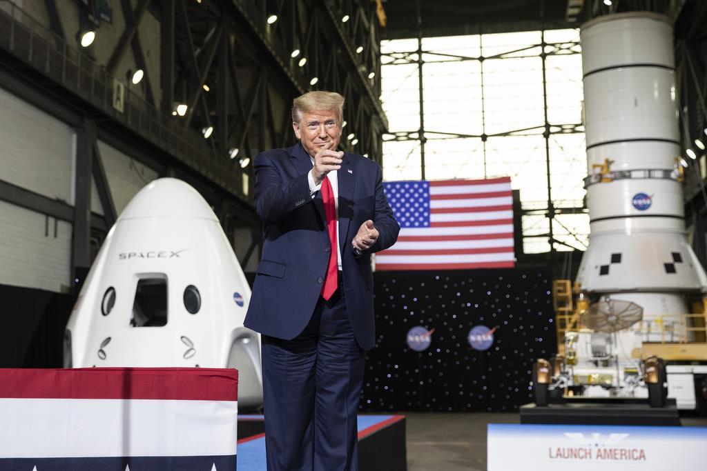 米大統領、宇宙開発誇示 新型コロナの挽回躍起