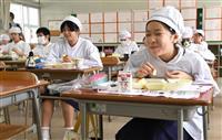 学校給食再開 品数少なめ、「いただきます」は会釈