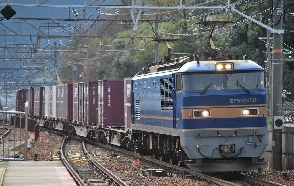 時刻表は読み物です】貨物列車のダイヤ網羅 「日本一」の列車掲載で2 ...