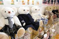 制服を着たテディベアで思い出を今に 長野県軽井沢町の紳士服店