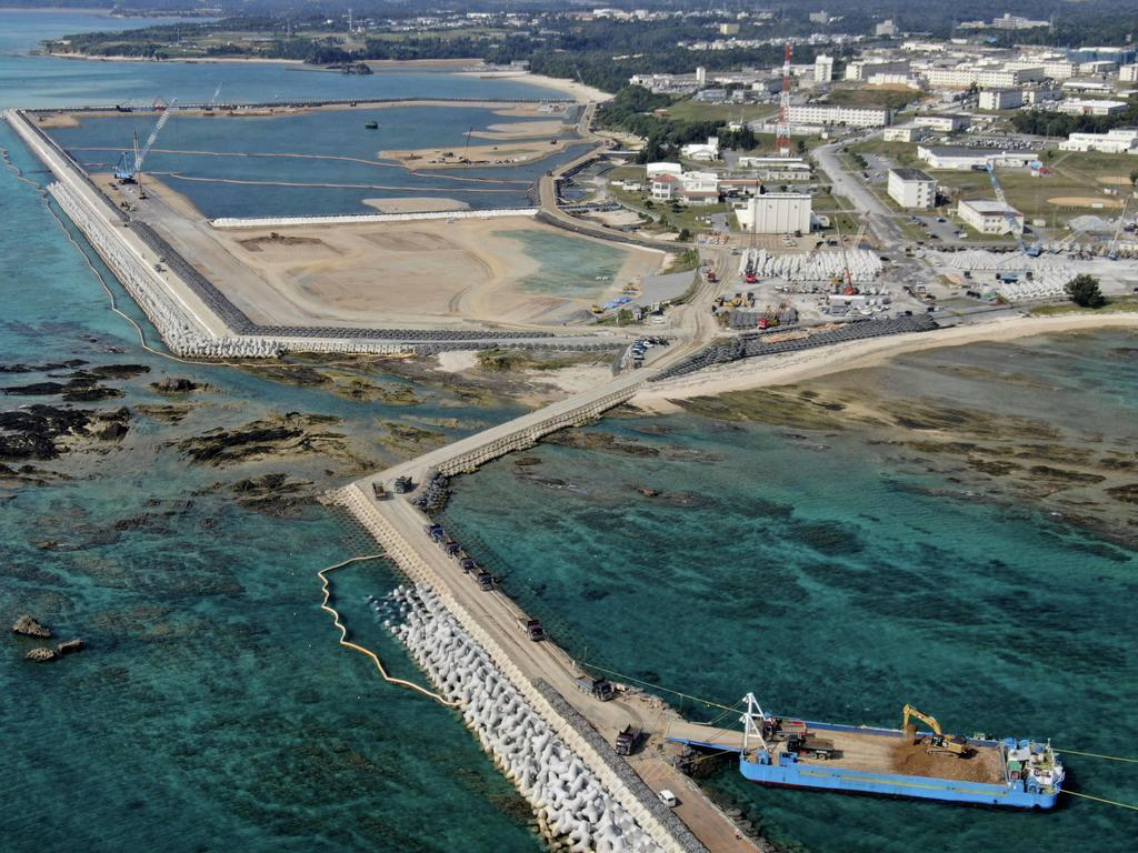 米軍普天間飛行場の移設先として工事が進む沖縄県名護市辺野古の沿岸部=2月20日
