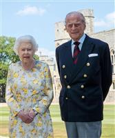 英フィリップ殿下、99歳に 女王と肩並べた近影公開