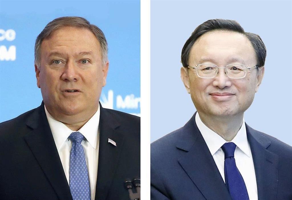 左から、ポンペオ米国務長官(ゲッティ=共同)、中国の楊潔チ・共産党政治局員