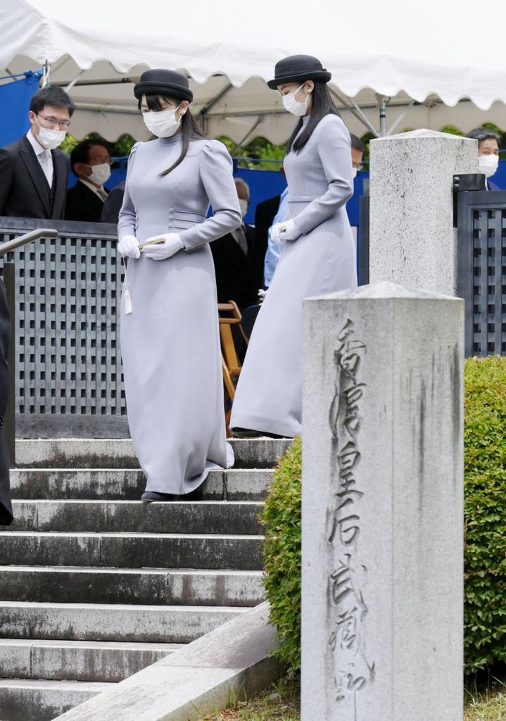 武蔵野東陵での拝礼を終えられた秋篠宮ご夫妻の長女、…|【皇室 ...