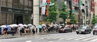 ユニクロ、全国でマスク発売 東京・銀座店には行列