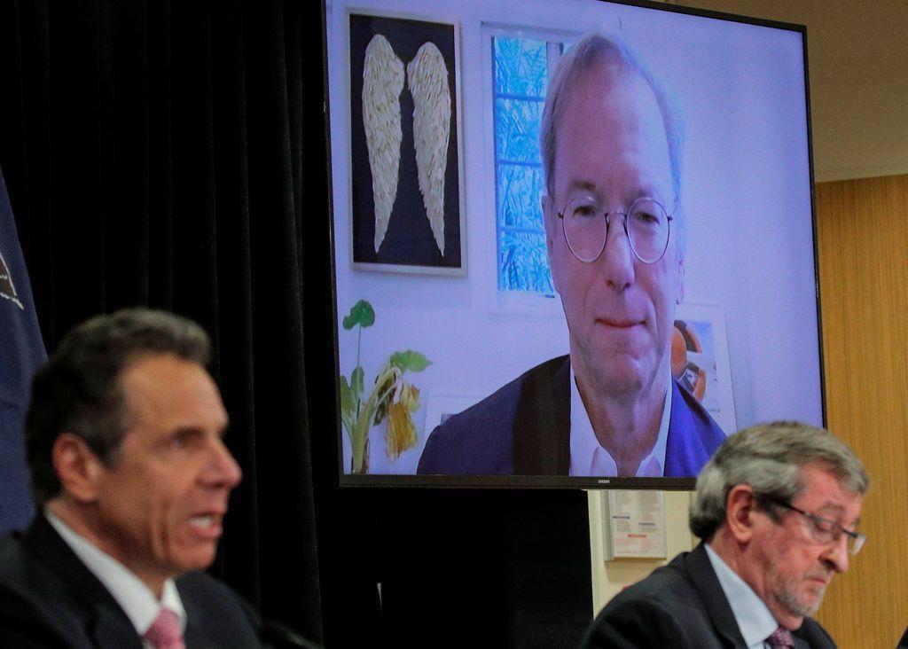 ビデオ会議に参加にした米IT大手グーグルで最高経営責任者(CEO)、エリック・シュミット氏(画面)=5月6日、ニューヨーク(ロイター)