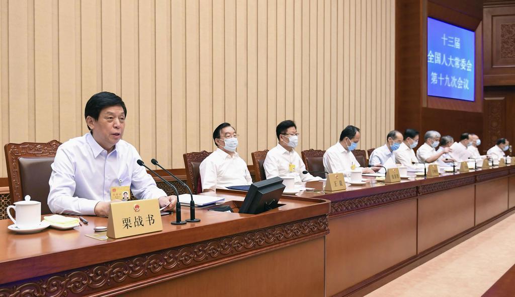 閉幕した中国全人代の常務委員会の会議=20日、北京の人民大会堂(新華社=共同)
