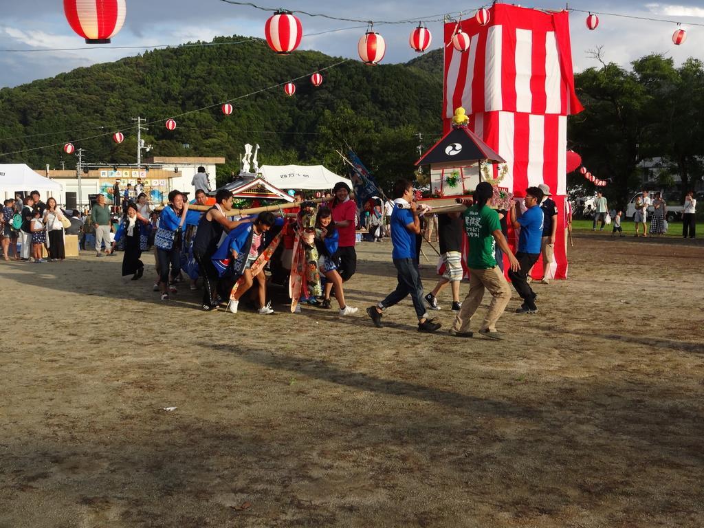 こども祭りとして行われた興津の「宮舟まつり」=高知県四万十町