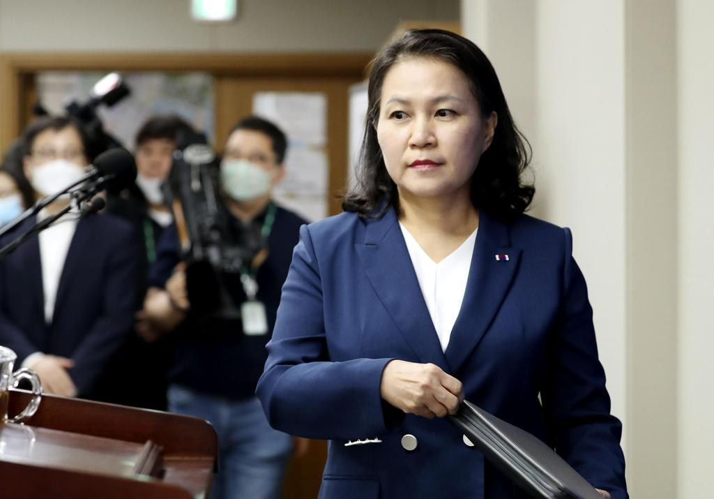 24日、WTO次期事務局長選の立候補を表明した韓国産業通商資源省の兪明希・通商交渉本部長=韓国・世宗(聯合=共同)