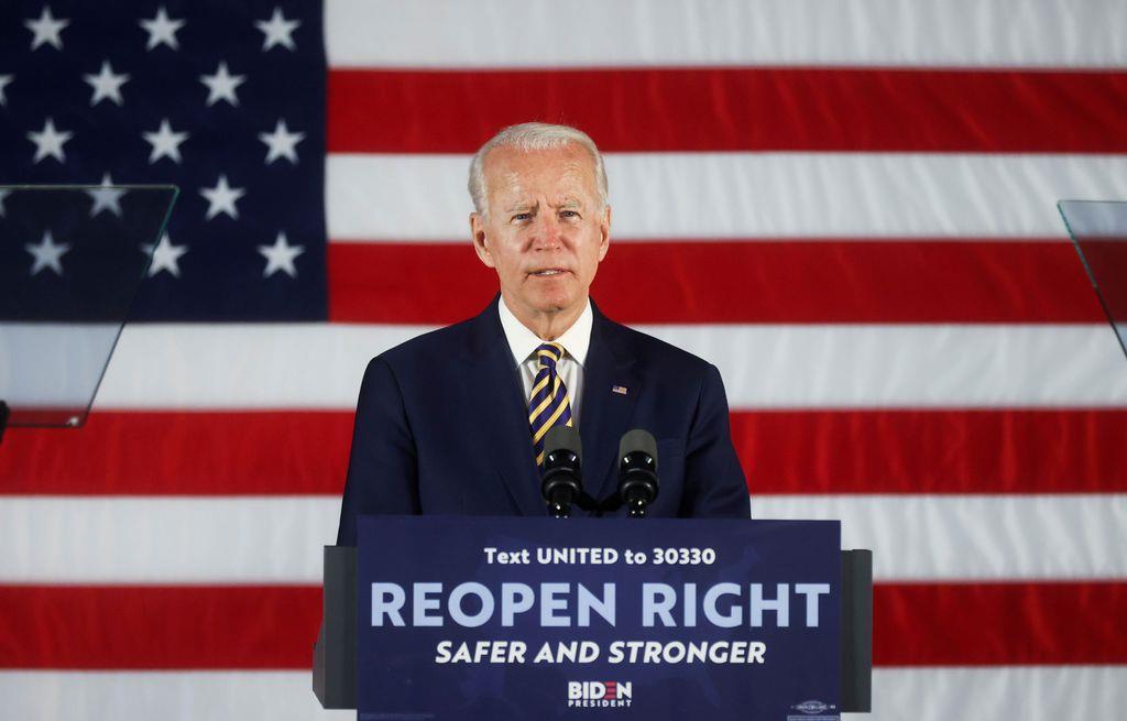 17日、ペンシルベニア州ダービーで演説するバイデン前副大統領(ロイター)