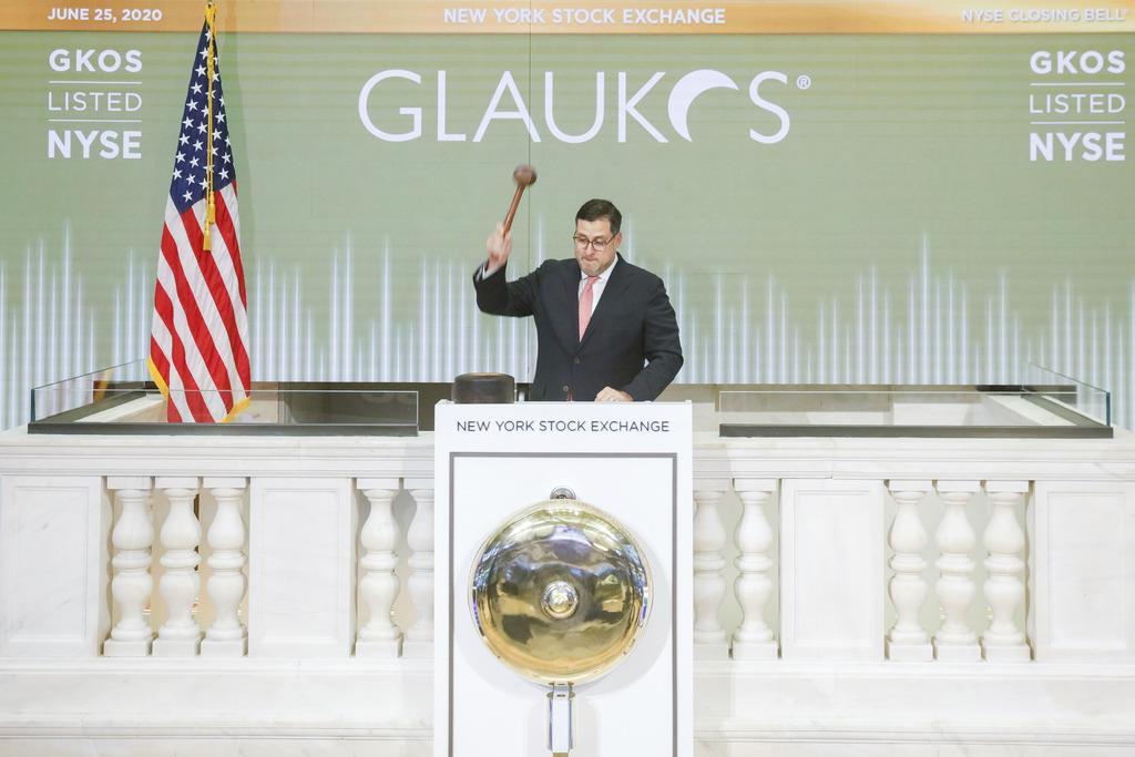 25日のニューヨーク証券取引所のクロージングベルの様子(同取引所提供・AP)