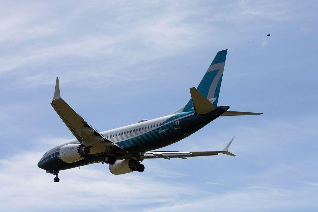 試験飛行する米ボーイングの「737MAX」=29日、シアトル(ロイター)