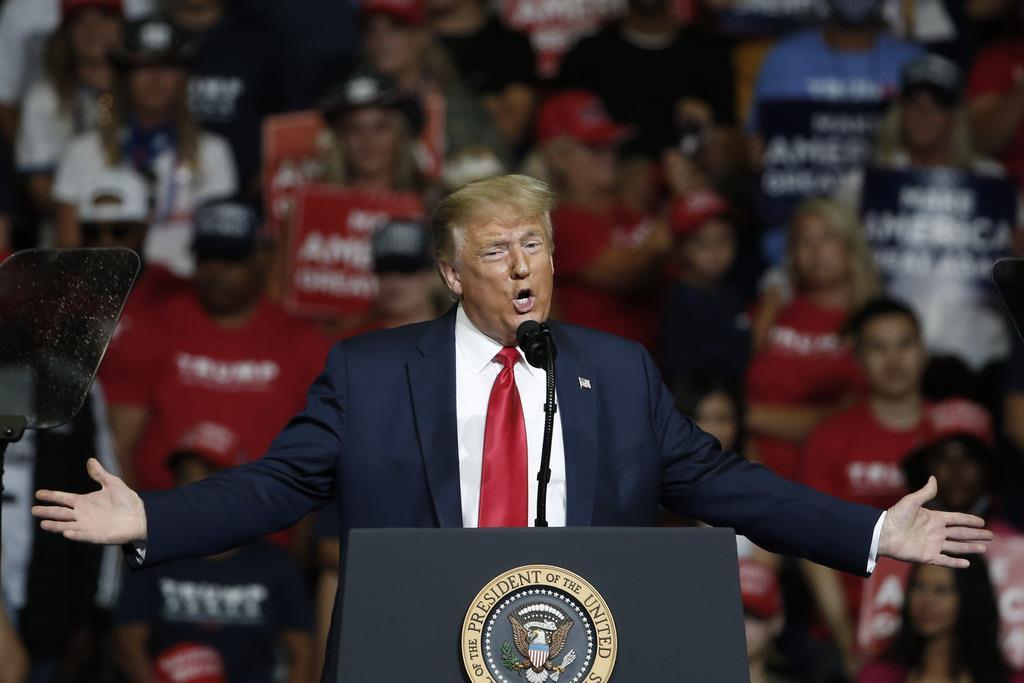 選挙演説をする米トランプ大統領=20日、オクラホマ州タルサ(AP)