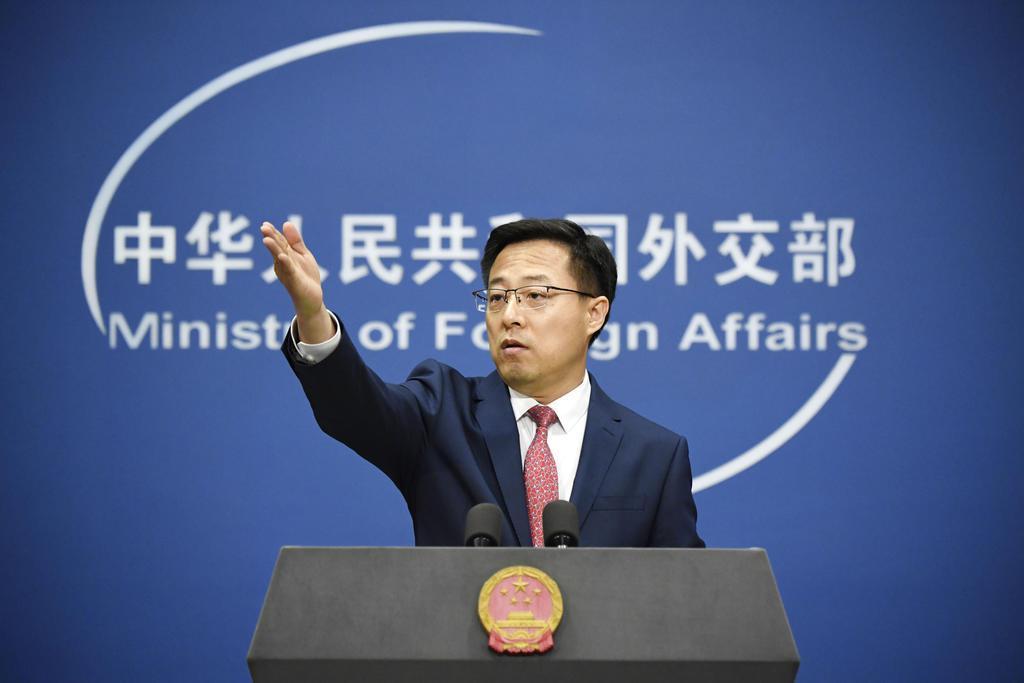 記者会見する中国外務省の趙立堅副報道局長=30日、北京(共同)