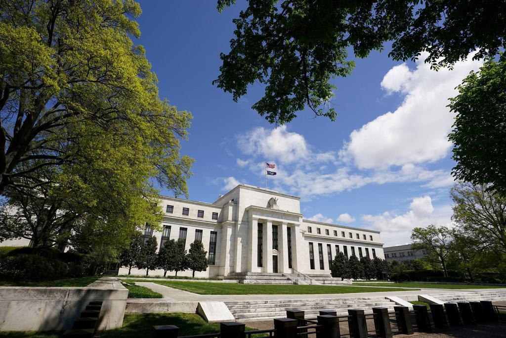 米連邦準備制度理事会(FRB)の建物=5月1日、ワシントン(ロイター)