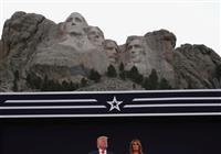 トランプ氏「米国の歴史、左派から守る」 花火大会で演説