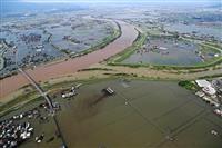 まるで泥の「湖」 九州北部の豪雨被災地、機上ルポ