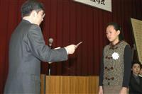 【話の肖像画】女流囲碁棋士・謝依旻(30)(4)回転ずしでプロ入り祝う