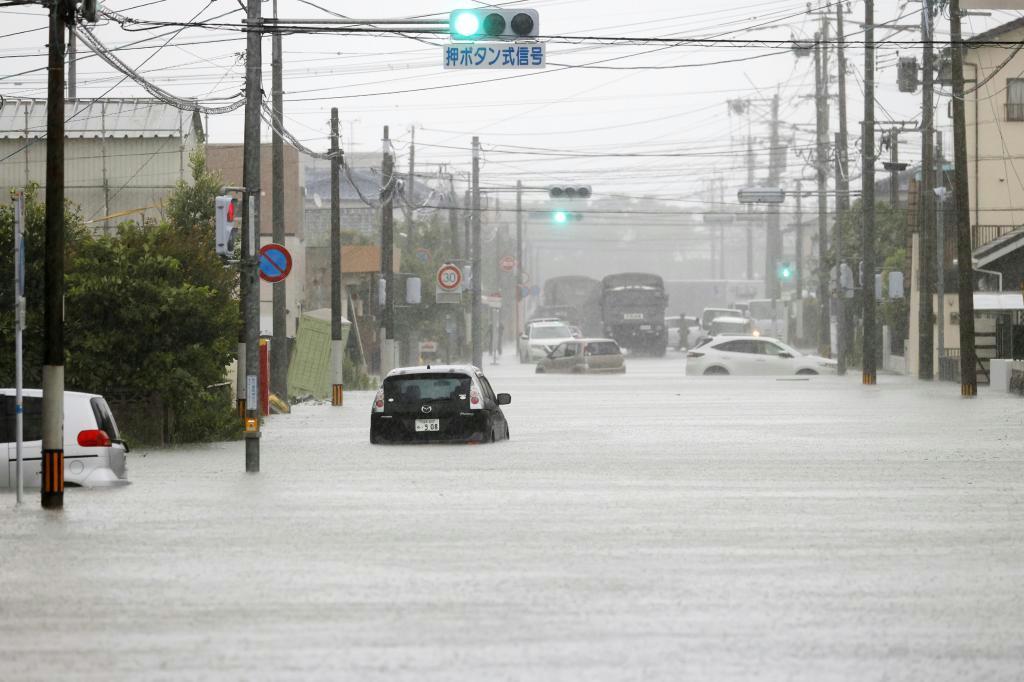 九州豪雨 胸まで水「怖かった」 住宅浸水、住民らぼうぜん