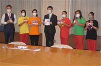 仙台の女子プロレス団体、医療従事者支援でパックごはんを宮城県に寄贈