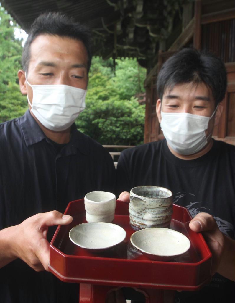 土や釉薬も地元素材で 「夢前の酒器」円教寺に奉納 丹波焼作家・今西さん…
