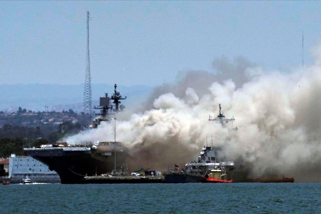 米強襲揚陸艦で大規模火災、21人負傷 - 産経ニュース