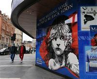 英劇場街の再開遅れる 「社会的距離」取れず 英国の芸術文化に打撃