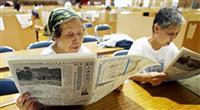 被災した熊本の人吉新聞、総出で避難所に無料配布