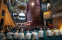 アヤソフィアでイスラム教礼拝 85年ぶりに「モスク」本格運用