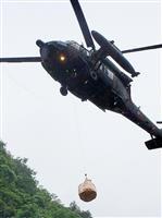 豪雨で孤立の豚…陸自ヘリが救出 熊本・球磨