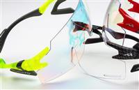 ゴルフや釣り、自転車に最適な「鼻でかけないサングラス」が登場