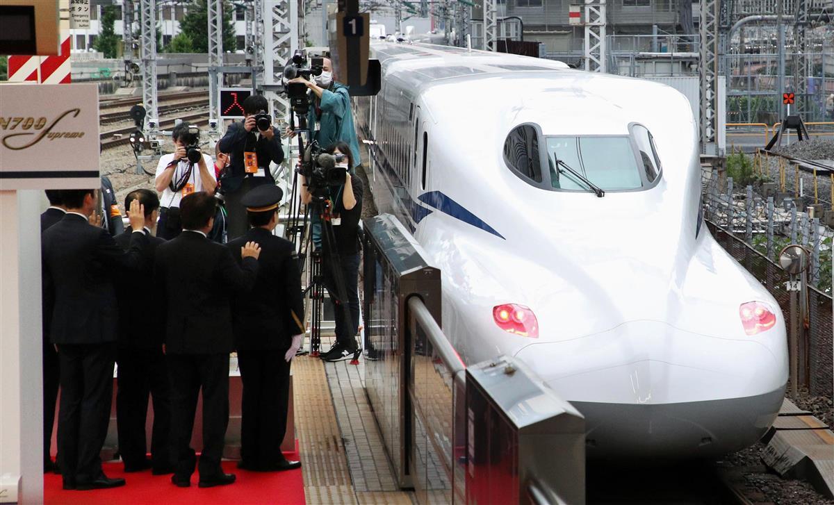 東海道新幹線の新型車両[N700S」がデビュー。一番列車となった「のぞみ1号」博多行きが東京駅を出発した=7月1日午前、東京都千代田区(川口良介撮影)