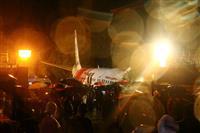 インド南部で航空機が着陸失敗 17人死亡 新型コロナの足止め客乗せ