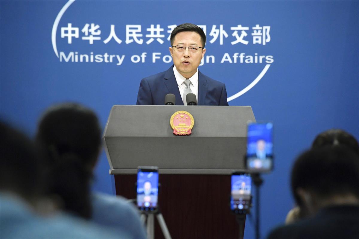記者会見する中国外務省の趙立堅報道官=10日、北京(共同)