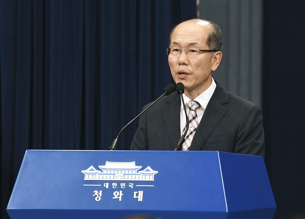 2019年8月22日、日韓の軍事情報包括保護協定(GSOMIA)について記者会見する韓国大統領府の金有根・国家安保室第1次長(共同)
