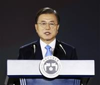 文在寅政権「早期全快願う」「新首相と協力増進」