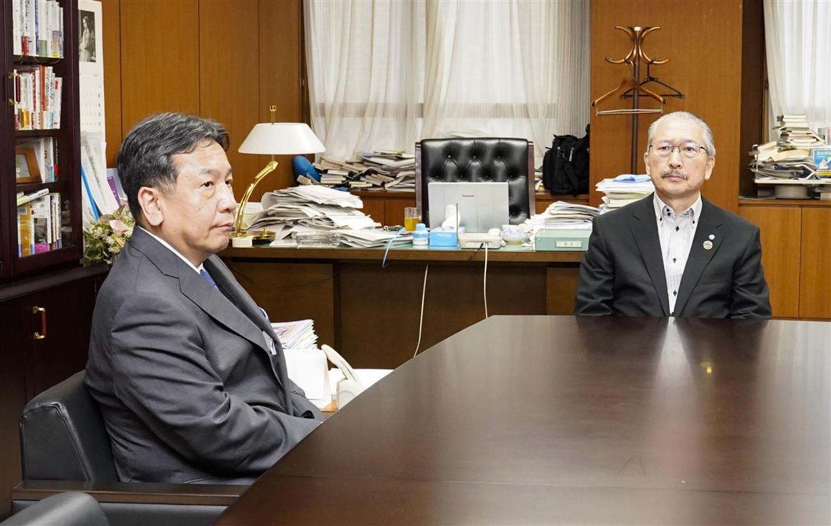 27日に会談した立憲民主党の枝野代表(左)と連合の神津里季生会長=東京都千代田区の連合本部