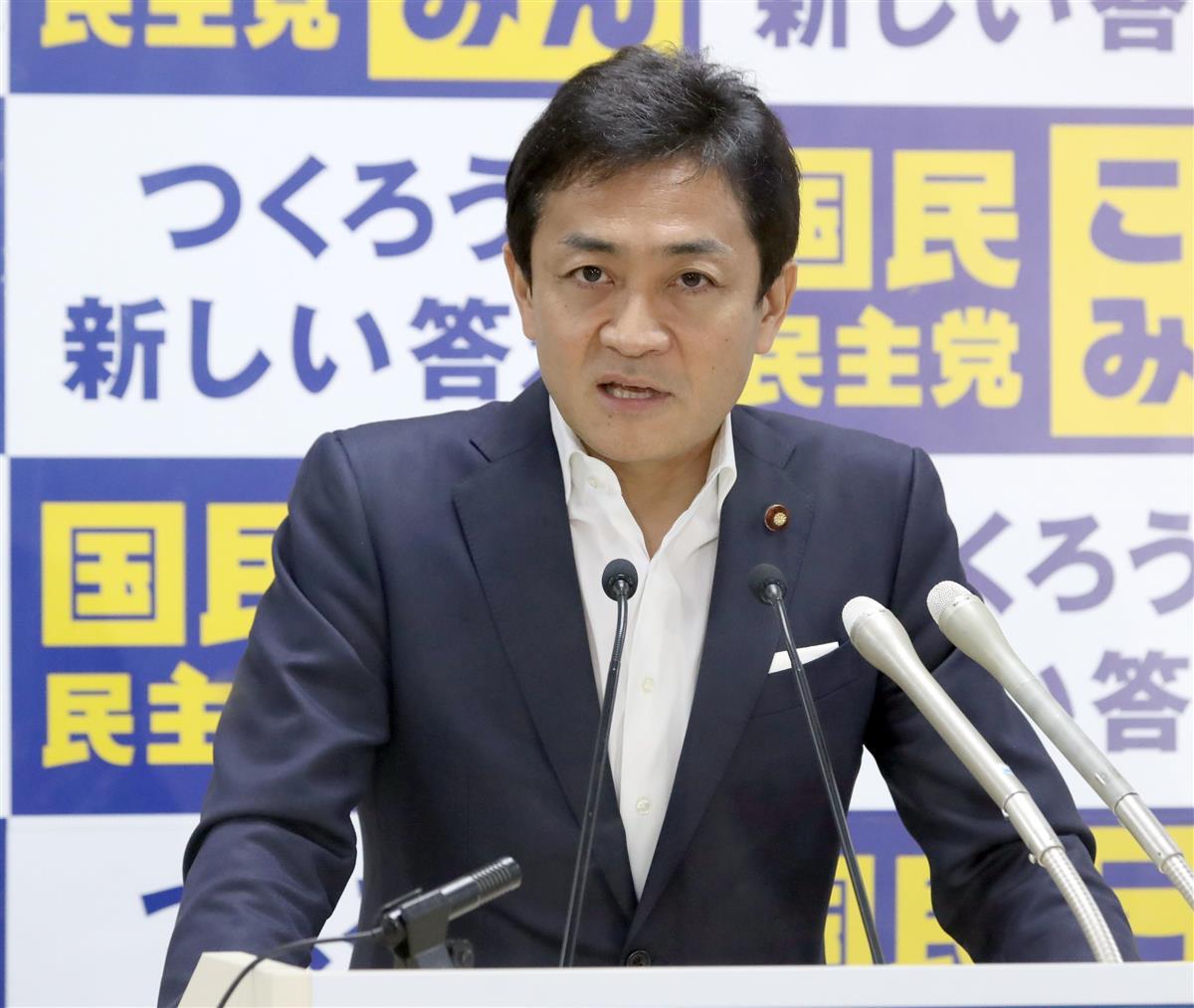 会見で記者団の質問に答える国民民主党・玉木雄一郎代表=2日午後、東京・永田町の国民民主党本部(春名中撮影)