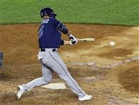 筒香は代打で右前打 スライダーとらえ一、二塁間破る