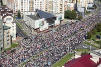 ベラルーシ5週連続デモ、首都で抗議、10万人超か