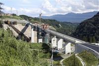 熊本地震で崩落の阿蘇大橋が接続、来春開通