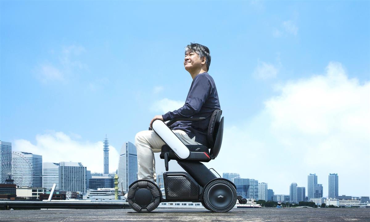 モビリティーベンチャーのWHILL 電動車いすの新モデル発表