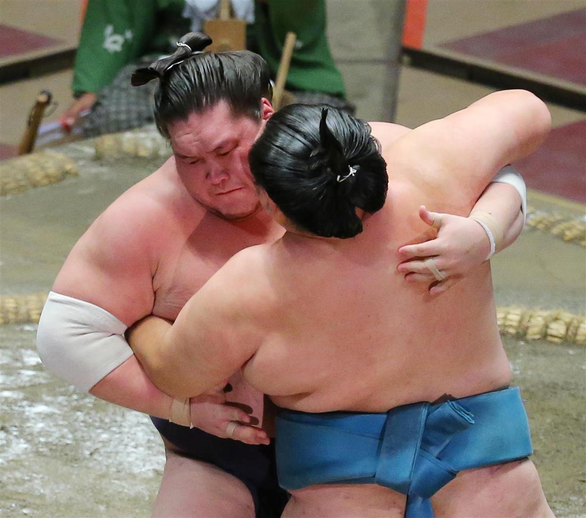 照ノ富士、快勝で2敗守る 攻めの姿勢貫く