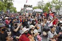 タイ王室改革求める記念碑 学生グループ、王宮広場に